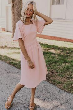 Trendy light pink tie dress with pockets, great for weddings, bridesmaid dresses. Modest pink dress is fully lined, perfect for summer. More trendy modest styles at Utah based boutique, ROOLEE! Modest Dresses, Elegant Dresses, Cute Dresses, Casual Dresses, Short Dresses, Dresses For Work, Maxi Dresses, Formal Dresses, Awesome Dresses