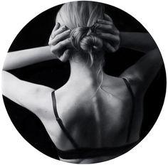 La mujer es, para algunos un agujero, para otros una flor, y para otros simplemente una persona... La mujer es sin lugar a duda un alma sensible y sincera revestida por una piel de seda que remarca su silueta. MARAVILLA DE LA NATURALEZA, NECESIDAD DEL HOMBRE.