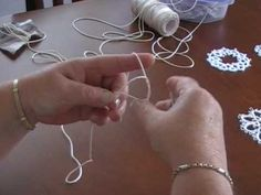 Tatting 101 -A Good tutorial, actually, I would like to use this to teach my…