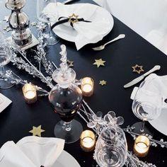 Une table de fête noire et blanche