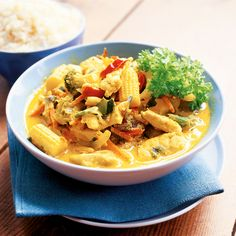 Broileria kookoskastikkeessa Thai Red Curry, Food And Drink, Cooking, Ethnic Recipes, Koti, Foodies, Waiting, Ideas, Kitchen