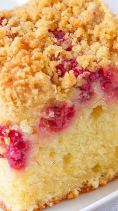 Raspberry and Lemon Crumb Cake ~ Incredibly soft and flavorful. A sweet lemon sponge, with fresh raspberries sprinkled over and a crunchy, golden topping. Cake for twins boy and girl Mary Berry, Baking Recipes, Dessert Recipes, Healthy Cake Recipes, Cupcake Cakes, Cupcakes, Def Not, Coffee Cake, Let Them Eat Cake