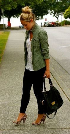 A Fashion Love Affair - Posts - comfy~casual (Military inspired jacket, black skinny pants, white top, leopard heels) Black Skinny Pants, Black Skinnies, Skinny Jeans, Dark Jeans, Look Fashion, Fashion Outfits, Womens Fashion, High Fashion, Fashion Hacks