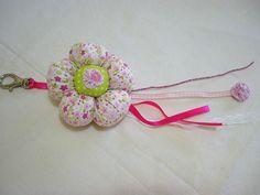 chaveiro de flor de fuxico rosa