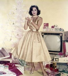 Elizabeth Taylor, MGM studio publicity still for Christmas, 1950s via @CHANNINGPOSTERS (Twitter)