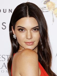Find Out Why Kendall Jenner Says Makeup Artists Are Scared of Her via Byrdie Beauty Celebrity Makeup, Celebrity Look, Amber Heard Hair, Makeup For Teens, Teen Makeup, Kendall And Kylie Jenner, Kardashian Jenner, Celebrity Hairstyles, Pretty Face