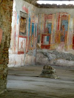 House converted to a gymnasium. Fresco on a wall in Pompeii Ancient Pompeii, Pompeii Ruins, Pompeii Italy, Pompeii And Herculaneum, Ancient Ruins, Ancient Artifacts, Ancient Greece, Ancient History, European History
