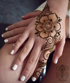 Ephemeral Tattoo - Benefits, Techniques and Trends - henna Henna Hand Designs, Mehndi Designs Finger, Pretty Henna Designs, Floral Henna Designs, Mehndi Designs For Beginners, Mehndi Design Photos, Mehndi Designs For Fingers, Latest Mehndi Designs, Mehndi Designs For Hands