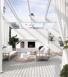 Best DIY Backyard Beach Oasis - Page 7 of 27 - Abantiades Decor Indoor Outdoor Living, Outdoor Rooms, Outdoor Decor, Outdoor Showers, Modern Outdoor Living, Patio Design, Exterior Design, House Design, Garden Design