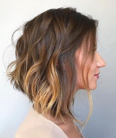 Holographic nail, long bob and more: the most liked inspirations in May Inverted Hairstyles, Cute Hairstyles For Medium Hair, Medium Short Hair, Medium Hair Cuts, Medium Hair Styles, Bob Hairstyles, Short Hair Cuts, Cute Medium Haircuts, Hairstyle Men