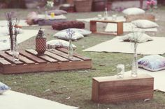 party Simple DIY outdoor movie setup - pallet seating, sweet little fresh wildflowers . Simple DIY outdoor movie setup - pallet seating, sweet little fresh wildflowers and citronella candles Backyard Movie Party, Outdoor Movie Party, Backyard Movie Nights, Outdoor Movie Nights, Movie Night Party, Outdoor Parties, Cinema Party, Outdoor Cinema, Picnic Style