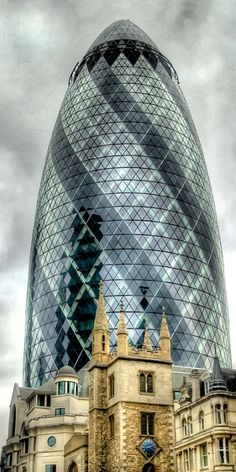 """30 St Mary Axe, Aka """"The Gherkin"""", London, designed by Sir Norman Foster London Architecture, Futuristic Architecture, Amazing Architecture, Architecture Design, Chinese Architecture, Architecture Office, Classical Architecture, Norman Foster, Interesting Buildings"""