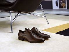 Sleek Oxfords with a tapered outline in antiqued leather enriched by a deep cocoa brown finish. #tods #menswear #fw15