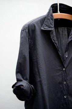 Black linen shirt - back to the basics Mens Fashion Blog, Tomboy Fashion, Look Fashion, Fashion Outfits, Fashion Weeks, Milan Fashion, Shirts & Tops, Blue Shirts, Noora Skam