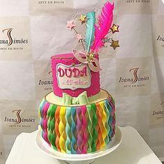 Bolo para o bailinho da fofíssima Duda. Neta e filha de amigos muuuuitoo queridos!!! Estou me inspirando para já criar o do primeiro aniversário dessa princesa!!! #ivanasimoes  #arteembolos #bolosinfantis #bolodemenina #cakesforkids #bolodecarnaval#sugarart #instacakes #instagramcakes #bolosdecorados #decoratedcakes #bahia #brasil