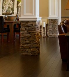 Interior/Living Room/Columns: Hudson Bay®, SOUTHERN LEDGESTONE - Cultured Stone® Brand_Manufactured Stone Veneer