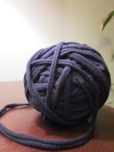 The Crafty Novice: How to: T-shirt Yarn