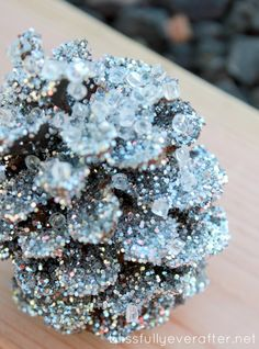 10 Holiday Decorations That Glitter Christmas Diy