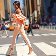 South African media personality Bonang Matheba was among the African celebrities that was spotted at the New York Fashion Week for Spring/Summer 2017 display. Obsessed brings to you the ever beauti… Ted, Formal Wear Women, New York Fashion Week Street Style, African Print Dresses, Fashion Outfits, Fashion Trends, Fashion Bloggers, Fashion Ideas, Bellisima