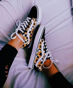Women's stylish shoes are the bests, but so are the summer, and spring athleisure sneakers. Some fashionable casual and nice shoes can match with a cute fall or winter wear outfit, so check our… Vans Old Skool, Moda Sneakers, Sneakers Mode, Sneakers Workout, Vans Sneakers, Adidas Shoes, High Top Sneakers, Tumblr Sneakers, Vans Shoes Fashion