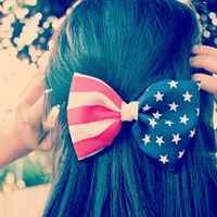 American flag bow from bowclothing.storenvy.com ✌️ perfect for Fourth of July, and any cute outfit