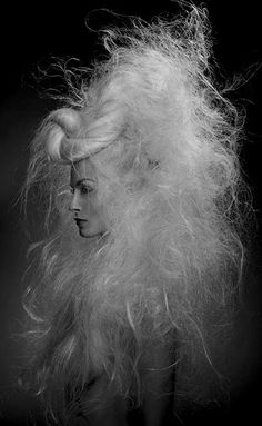 Snow Queen is having a bad hair day. Bad Hair Day, Crazy Hair Days, Messy Blonde Hair, Editorial Hair, Wild Hair, Hair Shows, Creative Hairstyles, Fantasy Hair, Hair Pictures