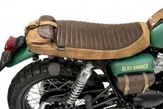 Wow check out this fantastic photo - what an original innovation - FAST - Motorrad Cafe Racer Seat, Suzuki Cafe Racer, Cafe Racer Build, Motorcycle Seats, Motorcycle Design, Bike Design, Motorcycle Cover, Triumph Scrambler, Cafe Racer Motorcycle
