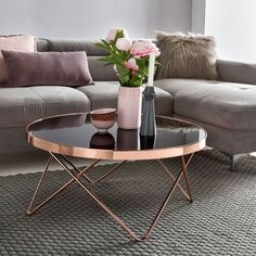 ▷ 1001 + ideas for a modern and stylish living room decor .- deco living room modern, black coffee table with rose gold elements, couch table decore Source by - Coffee Table 2019, Round Glass Coffee Table, Stylish Coffee Table, Coffee Table Styling, Decorating Coffee Tables, Round Coffee Table, Coffee Table Design, Glass Table, Living Room Modern