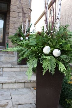 Make a memory out of your winter planter.   Planter by: Rivercroft Interiors