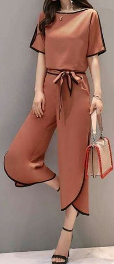 This is a no dress but I like kombin Casual Wear, Casual Dresses, Fashion Dresses, Western Outfits, Dress Patterns, Designer Dresses, Fashion Looks, Short Sleeve Dresses, Clothes For Women