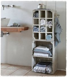 turning crates into bathroom storage Crate Shelves, Crate Storage, Shoe Storage, Pallet Bathroom, Bathroom Storage, Bathroom Stand, Bathroom Towels, Decorating Your Home, Diy Home Decor