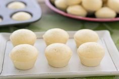 Puto is a Filipino Steamed Cake that is served during the holidays. This puto recipe consists of cake flour, sugar, milk, egg whites and baking powder. Pinoy Dessert, Filipino Desserts, Asian Desserts, Filipino Food, Pinoy Food, Filipino Dishes, Filipino Puto Recipe, Filipino Recipes, Chamorro Recipes