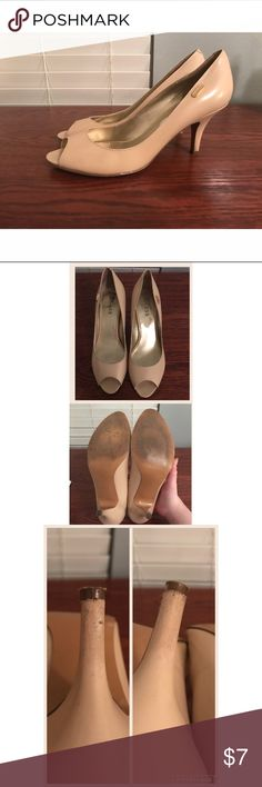 """Guess heels noticeable signs of wear, but still have some life left to them. the heels are scuffed up a bit, i tried to clean up but nothing helped. there is a slight mark (shown in last picture) and the insides from the sale stickers (shown in pictures). price reflects the condition. heels are about 2.5""""-3"""". comes from a smoke free, pet friendly home! 🚫NO TRADES! Guess Shoes Heels"""