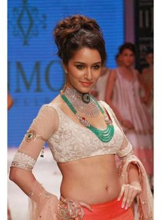 Bollywood actress Shraddha Kapoor best picture and wallpaper gallery. Best hd image of actress Shraddha Kapoor. Indian Bollywood Actress, Beautiful Bollywood Actress, Beautiful Indian Actress, Bollywood Fashion, Bollywood Stars, Beautiful Saree, Bollywood Jewelry, Beautiful Women, Celebrity