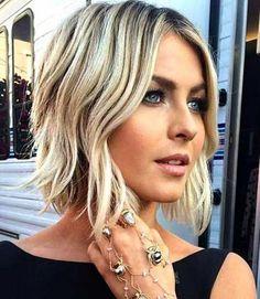 Korte kapsels Haircuts For Wavy Hair, Short Hair With Bangs, Hairstyles With Bangs, Cool Hairstyles, Layered Haircuts, Blonde Hairstyles, Hairstyle Ideas, Medium Hairstyles, Hair Ideas