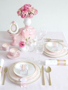 Romantic DIY Wedding Ideas - When styling your wedding reception tables, go for a less-is-more approach and let your creative DI - Wedding Pins, Diy Wedding, Wedding Bouquets, Dream Wedding, Wedding Ideas, Wedding Stuff, Wedding Dresses, Pink Tablecloth, Tablecloths