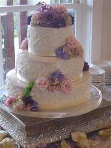White wedding cakes with fresh flowers Fresh Flowers Wedding Cakes