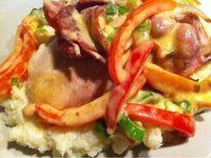 Dette var en så deilig og mettende middagsrett! Til 2 porsjoner: 2 kyllingfilet4 skiver bacon1-...