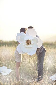 可愛すぎ♡ジャイアントペーパーフラワーを使った結婚式のアレンジ方法6選*にて紹介している画像