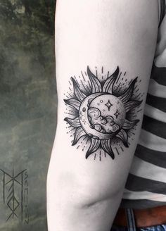 Sun and moon tattoos represent a classic example of adding meaningfulness to eye catching and attractive designs and tattoo lovers can ask for nothing more. Hawaiianisches Tattoo, Forarm Tattoos, Knee Tattoo, Sun Tattoos, Dope Tattoos, Body Art Tattoos, Celtic Tattoos, Chest Tattoo, Dragon Tattoo For Women