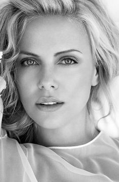 Charlize Theron Looks Totally Different with Baby Bangs – Celebrities Woman Hollywood Actor, Hollywood Celebrities, Female Celebrities, Beautiful Eyes, Most Beautiful Women, Charliez Theron, Actrices Sexy, Atomic Blonde, Jolie Photo