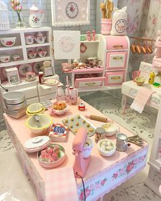 Spending time in my Miniature Bakery #miniatures #minibakery #dollhouseminiatures #miniaturefood #miniaturecollection #shabbychic #house #homesweethome