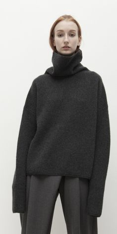 Must have sweater item in everyones closet Medium-heavy gauge, square shaped… - Daily Fashion Outfits Daily Fashion, Love Fashion, Autumn Fashion, Fashion Outfits, Minimal Outfit, Funnel Neck, Cozy Sweaters, Sweater Shirt, Latest Fashion Trends