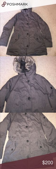 North Face Women's Winter Jacket Size Large, worn a handful of times but has not stains/flaws/defects/signs of wear. The fur lining on the hood is removable by zipper. There is a pocket on the inside of the jacket. Any questions, just ask! North Face Jackets & Coats