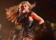 Beyonce- Pepsi Super Bowl XLVII Halftime Show Bey struck a pose as she served up the diva!