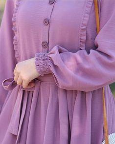 Modest Fashion Hijab, Abaya Fashion, Islamic Fashion, Muslim Fashion, Stylish Dress Designs, Stylish Dresses, Modele Hijab, Mode Abaya, Sleeves Designs For Dresses