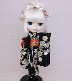 Kimono doll.Japanese Furisode. ブライスのシックな振袖