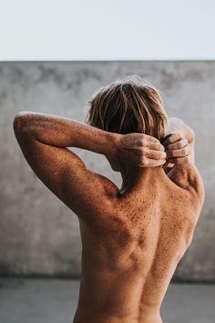 topless man photo – Free Human Image on Unsplash Human Poses Reference, Body Reference, Anatomy Reference, Photo Reference, Body Anatomy, Human Anatomy, Photos Corps, Skin Images, Freckles