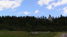 trouvez l'intrus  (indice : un sapin, ça n'a pas de fenêtre)  l'Île Verte, été 2011 Mountains, Nature, Travel, Fir Tree, Green, Naturaleza, Viajes, Traveling, Natural