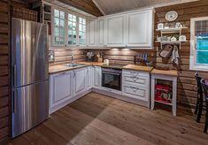 Roger's Hytteside - Den ferdige hytta Space Interiors, Wood Interiors, Chalet Interior, Interior Design, Cabins In Virginia, Swedish House, Kitchen Stories, Furniture Arrangement, White Trim